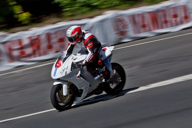 TT ZERO 2013 First Place Michael Rutter, image credit Phil Long on flickr