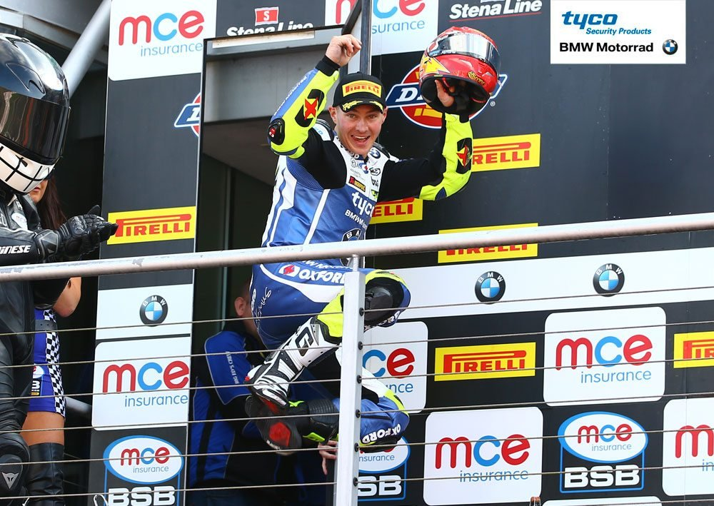 Iddon celebrate successes at Brands, credit Double Red Photography