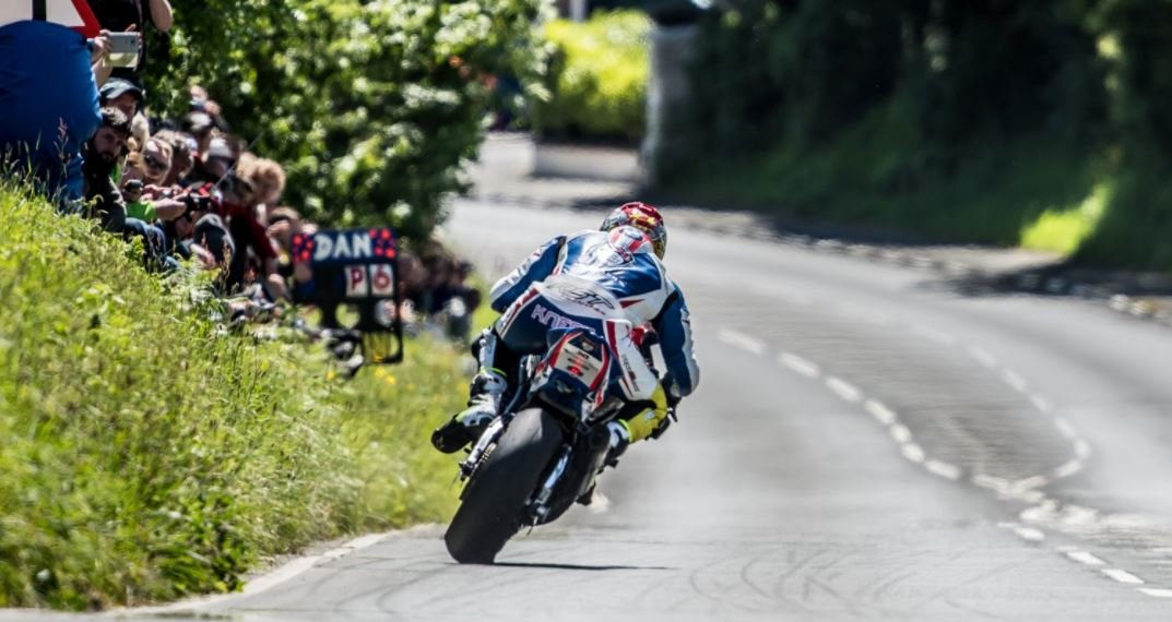 Dan Kneen racing at the TT last year image credit IOMTTPICS on Twitter