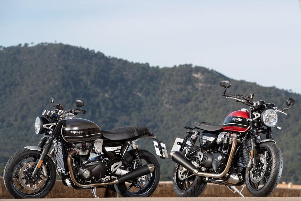Speed Twin Hero Silver and Red Statics_002