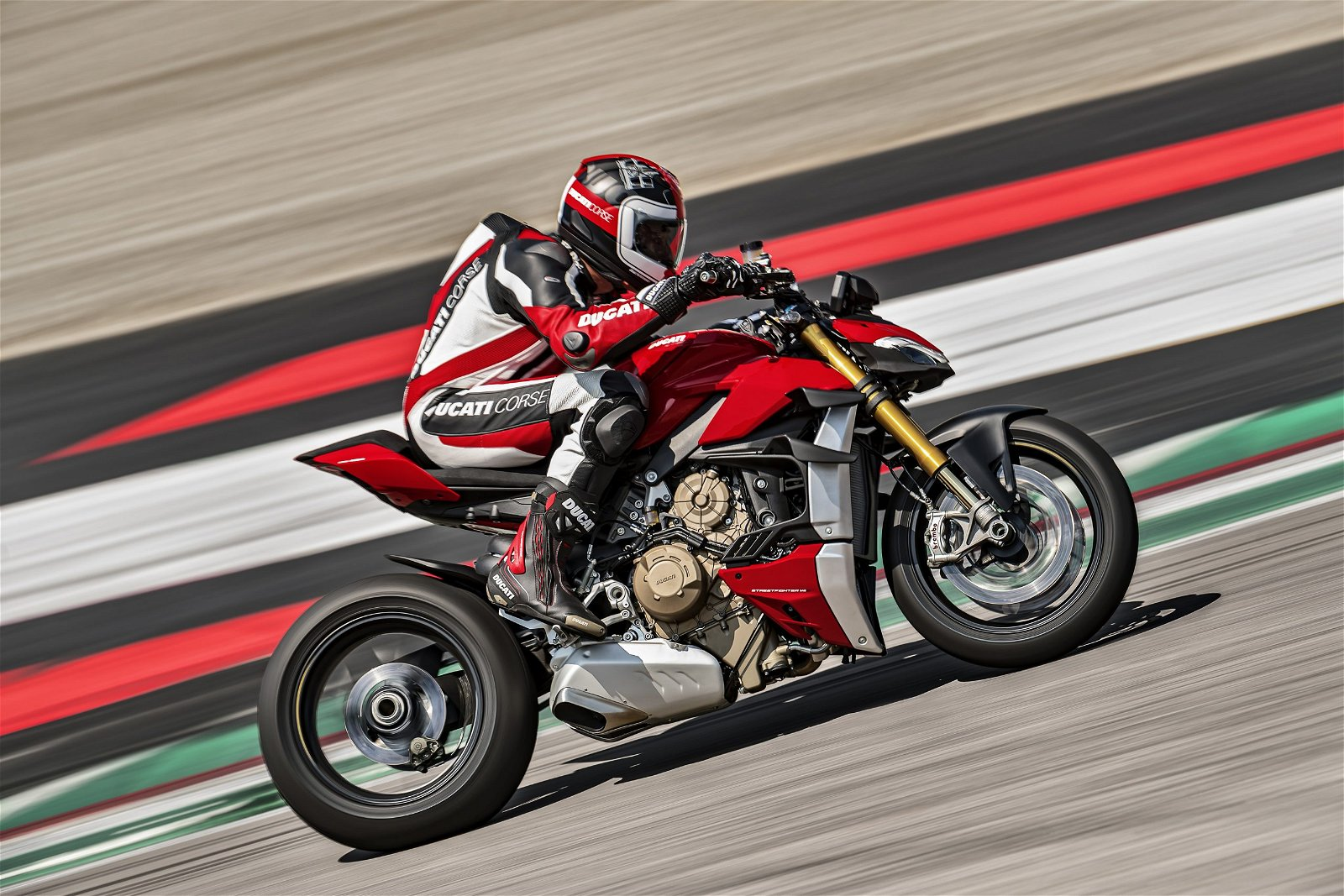 MY20_DUCATI_STREETFIGHTER V4 S_AMBIENCE_20_UC101641_Mid