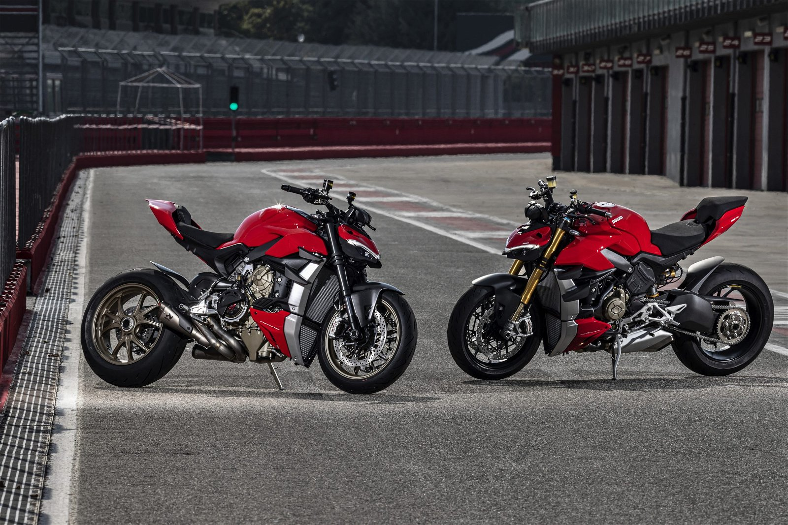 MY20_DUCATI_STREETFIGHTER V4 S_AMBIENCE_44_UC101679_Mid